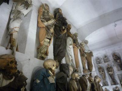 20090925122636-279-sicilia-palermo-30-catacombe-dei-cappuccini.jpg